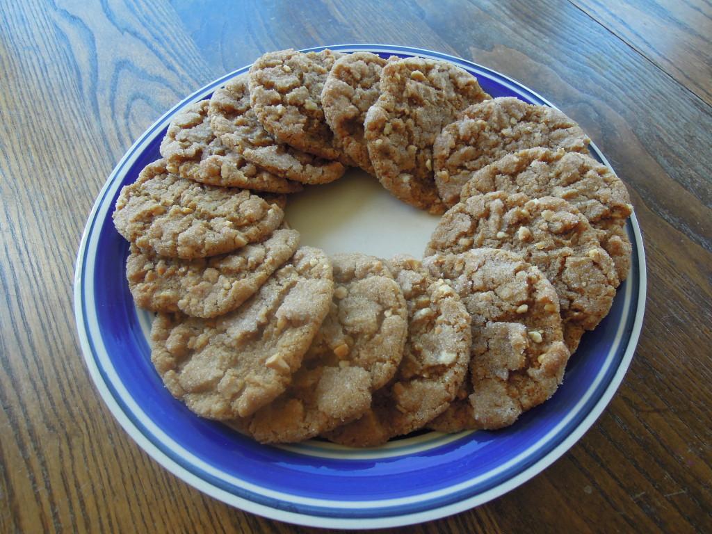 soft peanut butter cookies {no flour, no butter}