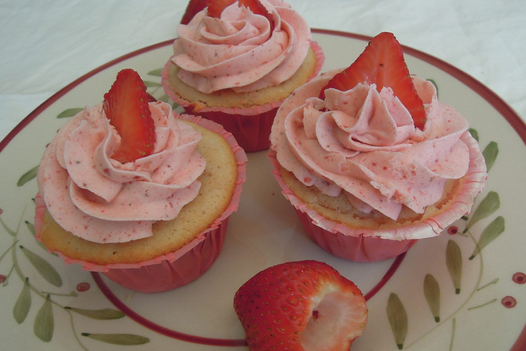 Real Strawberry Cupcakes and Strawberry Buttercream ...